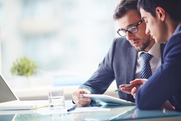 4 metode de a economisi bani si a motiva angajatii in acelasi timp