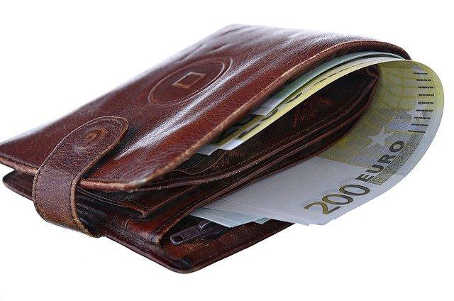 Din ianuarie 2022 PFA-urile vor fi OBLIGATE sa plateasca CAS si CASS daca inregistreaza venituri de cel putin 30.600 lei